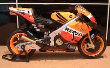 1:12 2011 FACTORY REPSOL HONDA RC212V SUPERB DIECAST TOY MODEL CASEY STONER #27