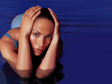 Jennifer Lopez Unsigned 8x10 Photo (148)
