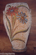 Vaso vintage a fiori in terracotta con lavorazione a rilievo a puntini pallini