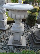 ancienne grande vasques en pierre bleu et socles  , pas du beton !!!