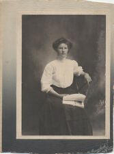 CABINET CARD PORTRAIT OF BEAUTIFUL YOUNG WOMAN W/ BOOK - NEW YORK CITY, NY