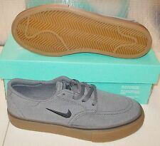 NEW NIKE SB CLUTCH Womens 7.5 (6Y) Dark Grey Gum skate NIB