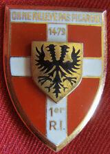 IN5440 - INSIGNE 1° Régiment d'Infanterie, écu , dos guilloché embouti anneaux
