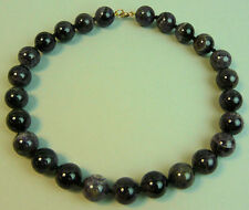 A GOOD QUALITY VINTAGE AMETHYST LARGE BEAD NECKLACE WITH GOLD CLASP