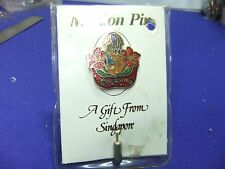 vtg badge singapore souvenir scarf tie pin tourism tourist on card & sleeve
