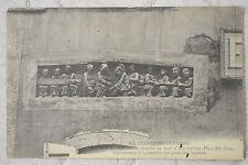 """CPA """" CLERMONT-FERRAND - Bas relief encastré au mur d'une maison, Place des Gras"""