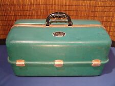 Vintage UMCO 1000 U Tackle Box 7 tray 55 compartments green WATERTOWN MINN
