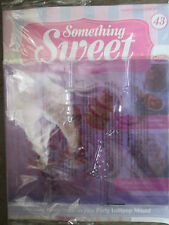 DEAGOSTINI SOMETHING SWEET MAGAZINE ISSUE 43 - WITH 4 PIECE PARTY LOLLIPOP MOULD