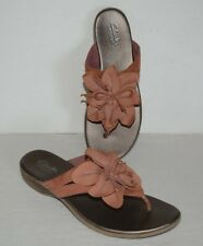 CLARKS BENDABLES RUSTY BROWN LEATHER THONG SANDALS WOMEN SZ 7.5 M *GUC