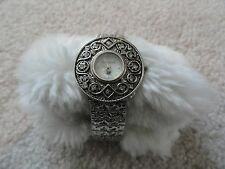 Ladies Gloria Vanderbilt Quartz Watch with a Stretch Band