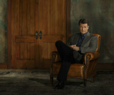 Nathan Fillion UNSIGNED photo - D1018 - SEXY!!!!!