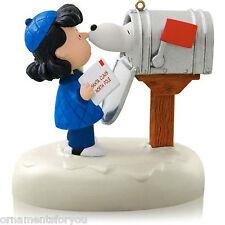 Hallmark 2014 Snoopy's Christmas Greeting Peanuts Gang Magic Ornament