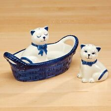 BRAND NIB Glazed Ceramic BLUE/WHITE Pair of CATS SALT/PEPPER SHAKERS in BASKET