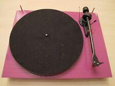 Pro-Ject Debut Carbon Esprit Plattenspieler in Pink mit Ortofon 2M Red
