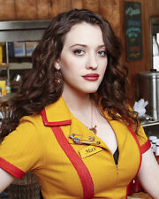 Dennings, Kat [2 Broke Girls] (51041) 8x10 Photo