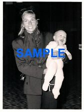 ORIGINAL PRESS PHOTOGRAPH TATUM O'NEAL & KEVIN MCENROE SON OF JOHN MCENROE 1986