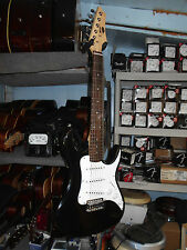 AXL AS-750-BK-3/4 Headliner 3/4 Size Double Cutaway Electric Guitar, Black Strat