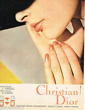 PUBLICITE ADVERTISING 055  1966  DIOR  maquillage rouge à lèvres vernis ongles