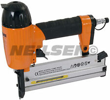 2 in 1 Air Powered AIR Nailer e CUCITRICE KIT CON CUSTODIA, chiodi e graffe