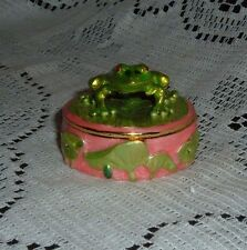 GREEN FROG ON ROUND PINK PEWTER TRINKET BOX W /CRYSTALS BY TAYLOR AVEDON NEW