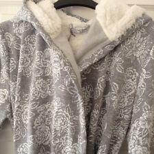 JOHN LEWIS ROSE PRINT GREY HOODED DRESSING GOWN ROBE. SIZE MEDIUM. NEW WITH TAG.