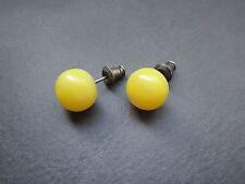 Zeitlose runde Ohrstecker mit gelb-weißen Bernsteinen, amber