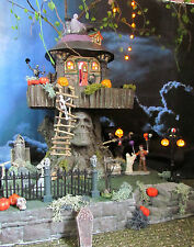 "Halloween Skull ""TERROR TREEHOUSE"" Village Display platform base, Dept 56 Lemax"