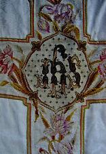 ANCIENNE CHASUBLE ROMAINE PRÊTRE SOIE DAMASSÉE BRODERIE CROIX PETITS POINTS XIXè