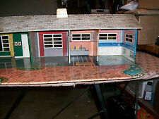 DOLL HOUSE - RANCH STYLE BY MARX - 1950s - 28 PIECES OF FURNITURE (H)