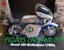 MOTO 1/32 DUCATI 250 BICYLINDRES 1950 MOTORCYCLE