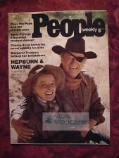 PEOPLE November 18 1974 KATHERINE HEPBURN JOHN WAYNE Bonnie Raitt Muhammad Ali +