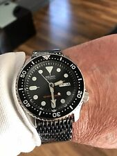 NEW SEIKO 200m DIVERS WATCH ( INCLUDING BLACK SHARKS MESH STRAP ) SKX007K2