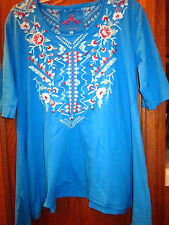 """NWT $133 JWLA BY """"JOHNNY WAS""""  BRIGHT BLUE EMBROIDERED TRAPEZE TEE SHIRT- SZ. M"""