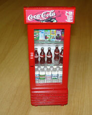Coca-Cola-Kühlschrank rot, mit Flaschen L/B/H: ca. 5,6 x 5,7 x 15 cm Puppenstube