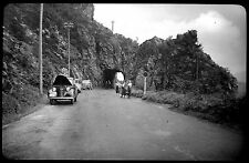 Voiture route montagne tunnel roche - Ancien négatif photo an. 1930 40