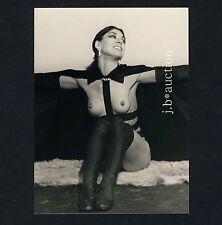 GDR MODISH WOMAN SHOWS NUDE BOOBS / FRAU ZEIGT BRUST DDR * Vintage 60s Photo