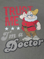 DISNEYLAND DOC DWARF - TRUST ME I'M A DOCTOR - GREEN SMALL T-SHIRT Y561