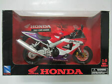 NEWRAY HONDA 2001 CBR 900RR 1/6 SCALE DIE CASE WITH PLASTIC PARTS & RUBBER TYRES