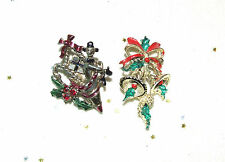 2 VINTAGE CHRISTMAS PIN BROOCHES ENAMELED HOLLY BERRY BELLS SAC OF TOYS XMAS BOW