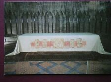 POSTCARD YORKSHIRE YORK MINSTER - THE ALTER CLOTH EMBRIODED BY THE YORKHIRE WI