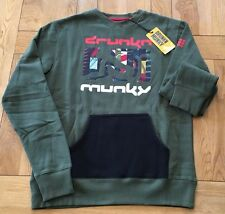 Mens BNWT Dk green DRUNKNMUNKY 'Frantic slice' print front logo crew, Size Small