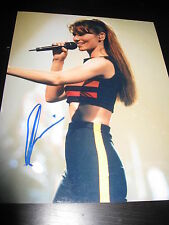 SHANIA TWAIN SIGNED AUTOGRAPH 8x10 PHOTO CONCERT SHOT STILL THE ONE TOUR RARE X1