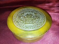 ANTIQUE PRESSED HORN SNUFF BOX WITH THE LEGEND 'AMOR NOS UNIO ATREA MORTE'