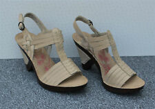 """NEW Hush Puppies """"Scarlet"""" Beige / Off White Leather Sandals Size 6/39"""