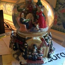 """Revolving musical Christmas Eve water globe plays """"Joy to the world""""vintage 1970"""
