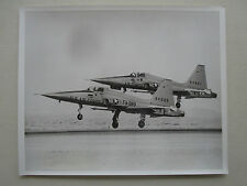 PHOTO PRESSE NORTHROP F-5A TACTICAL FIGHTER EDWARDS AFB USAF SIDEWINDER MISSILE