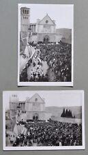 ASSISI. 2 foto d'epoca di Amerigo Lunghi, davanti la Basilica di S. Francesco.