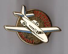 Pin's avion / Aéroport Deauville Saint Gatien Airport (zamac signé Drago)
