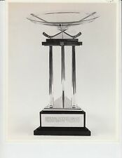 NATIONAL HOCKEY LEAGUE PRESIDENTS AWARD TROPHY ORIGINAL 8X10 PHOTO