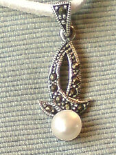 """STERLING SILVER MARCASITE & PEARL1""""PENDANT on a WHITE SUEDE 18"""" THONG £10.95 nwt"""
